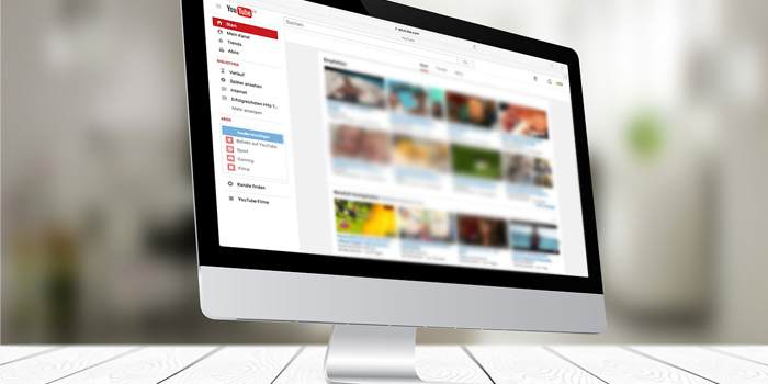 Tablet con schermata di youtube