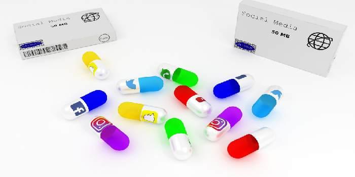 capsule e medicinali contenente il logo social media