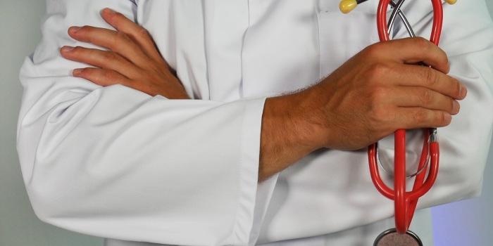 dermatologo con Stetofonendoscopio