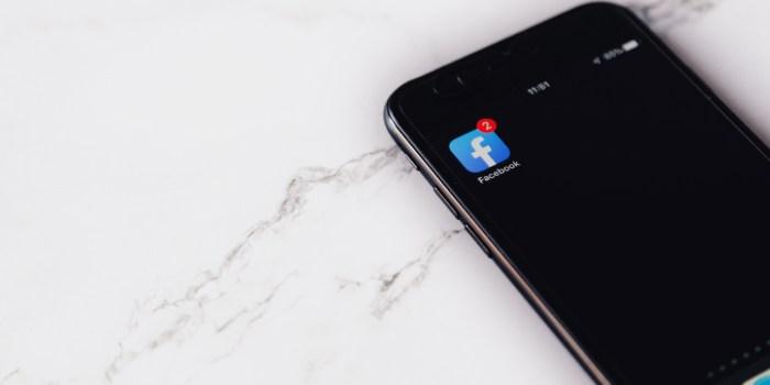 schermata cellulare con notifica facebook