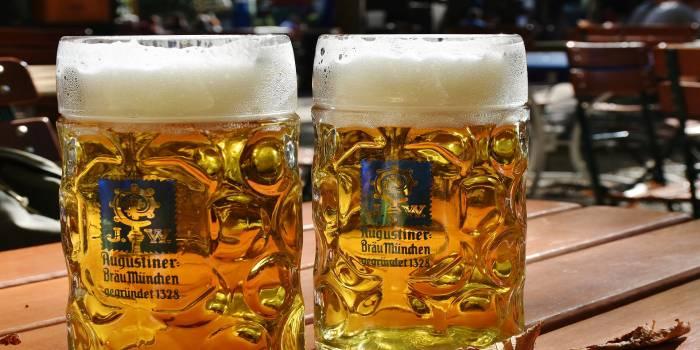 birre su di un tavolo