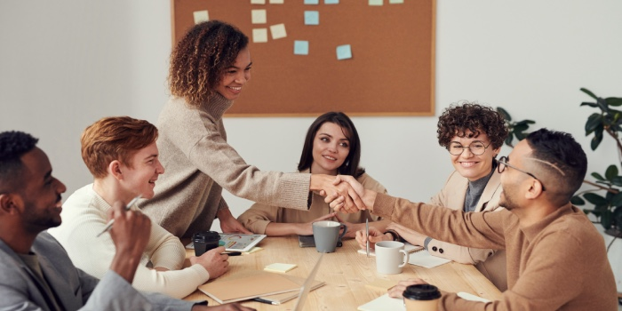 gruppo di colleghi a lavoro