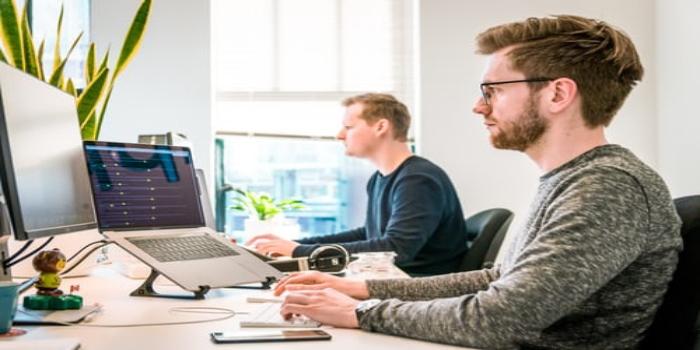 project manager di un'azienda a lavoro