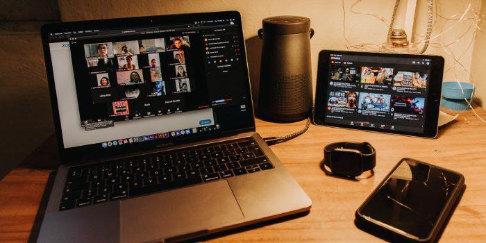 computer con schermo videocall