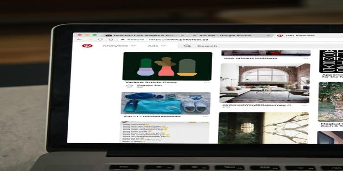 pc che mostra sito web pinterest
