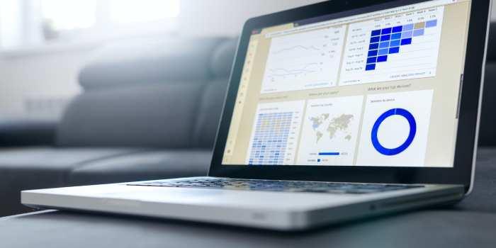 computer con schermata Analytics