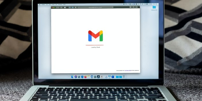 pc con schermata gmail