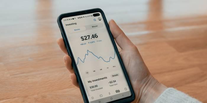 schermata del cellulare con grafici incremento